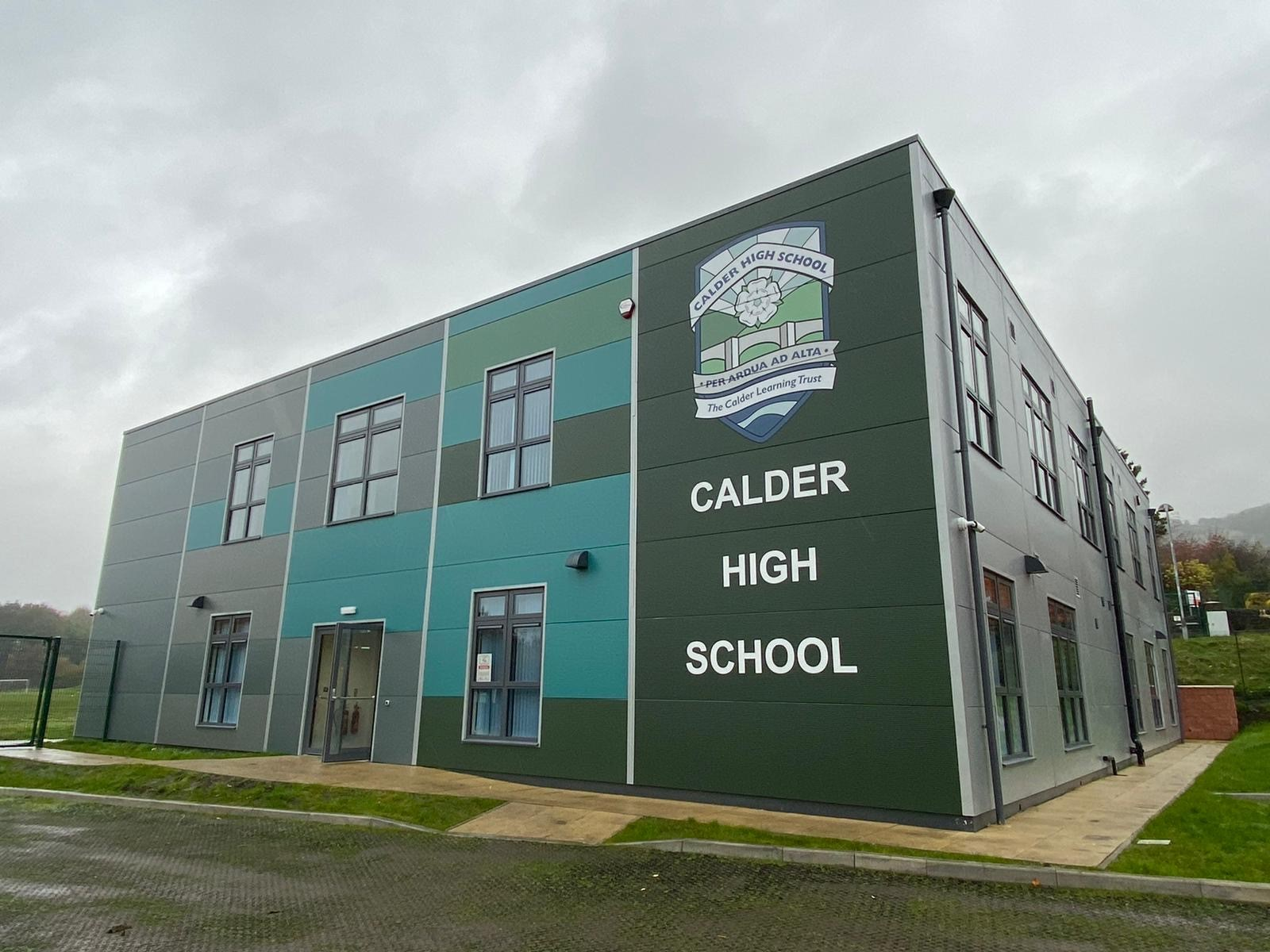 Integra Buildings delivered a high-quality, two-storey teaching block for Calder High School, near Halifax, in partnership with main contractor Interserve. Built off-site in 24 sections, the building includes eight classrooms, a staff room and social space.